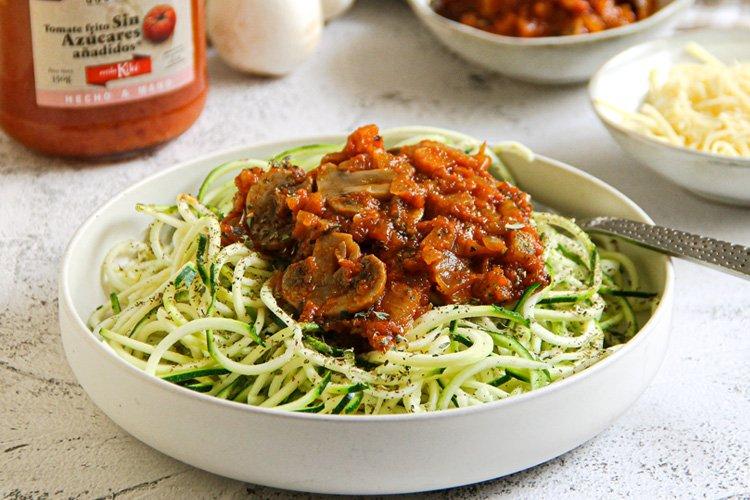 espaguetis calabacin con bolonesa de champinones